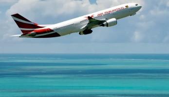Air Mauritius avion volando isla - Wedding Style Magazine