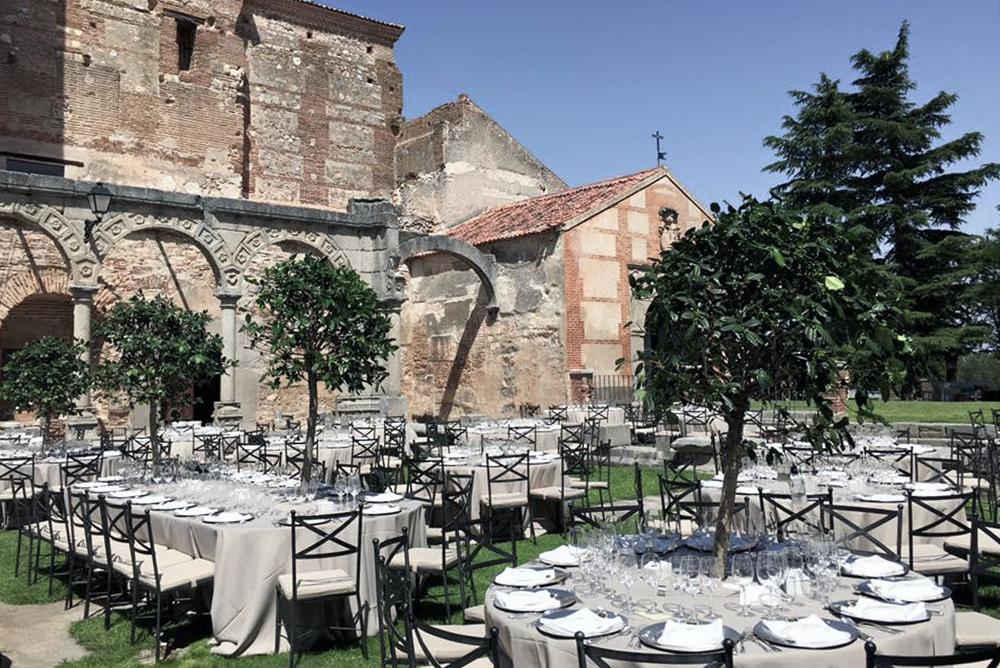 fincas_para_bodas-abadia_de_parraces-mesas-wedding_style_magazine