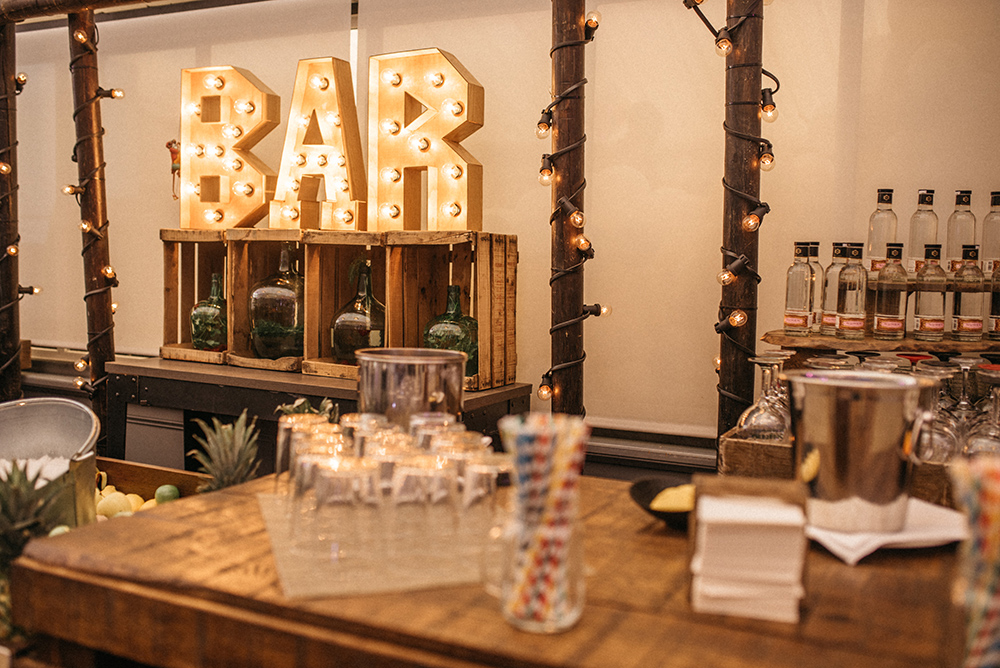 barra_de_bar_diferente-fitur-cocteles-decoracion-blog_de_bodas-wedding_style_magazine