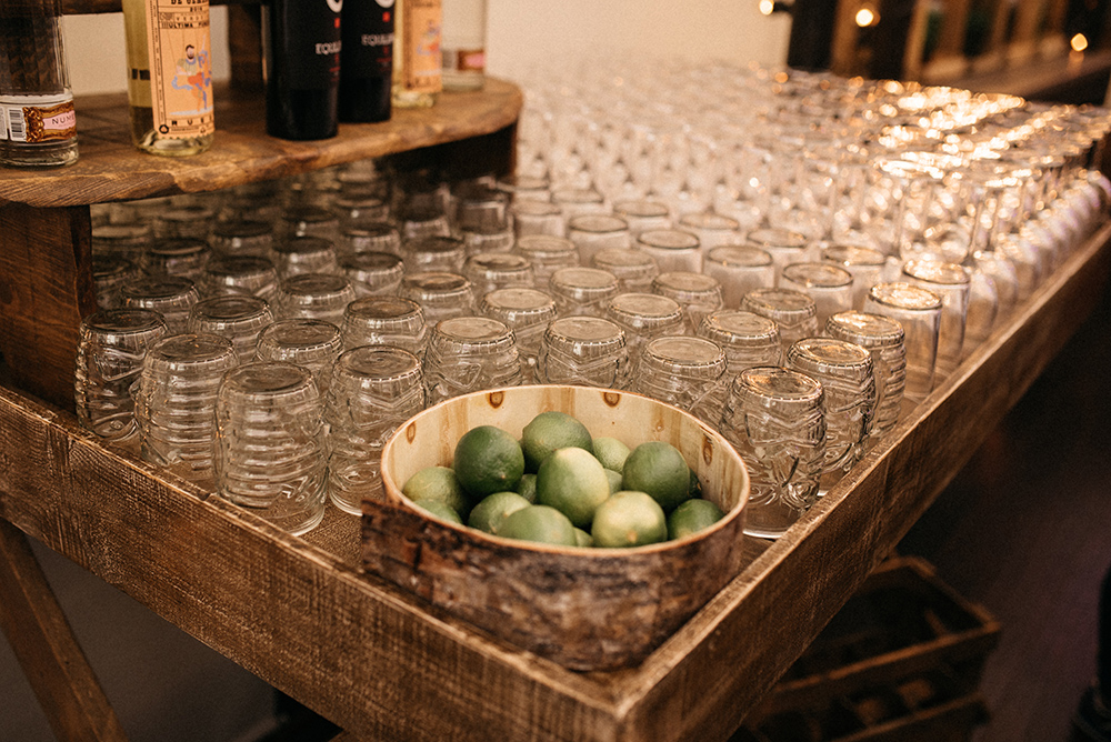 barra_de_bar_diferente-vasos-decoracion-blog_de_bodas-wedding_style_magazine