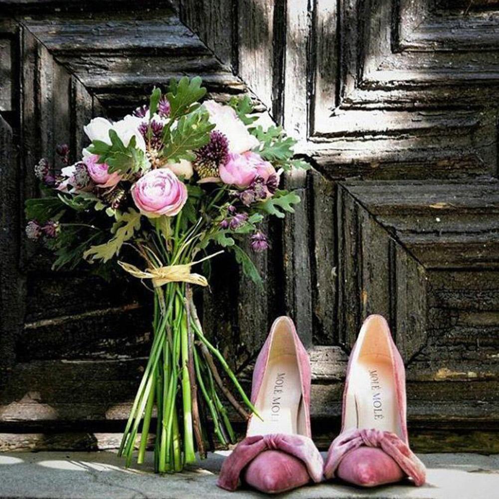 zapatos_con_lazos-rosas-mole_mole_shoes-tendencias-novias-blog_de_bodas