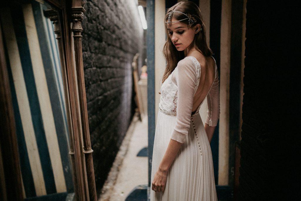 Vestido de novia de José María Peiro con tocado joya