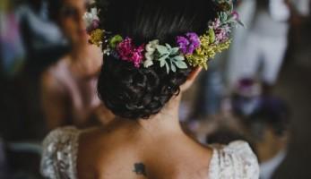 Flores en el Columpio corona flores - Wedding Style Magazine