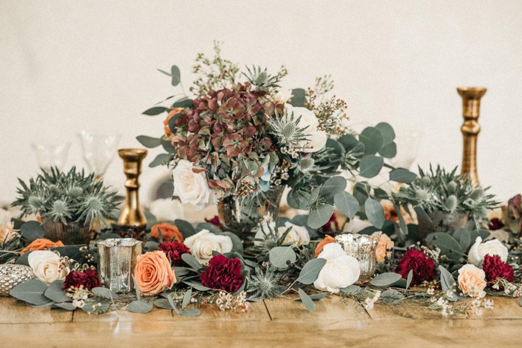 Decoración de la mesa de boda con flores de Francesa Lattanzi
