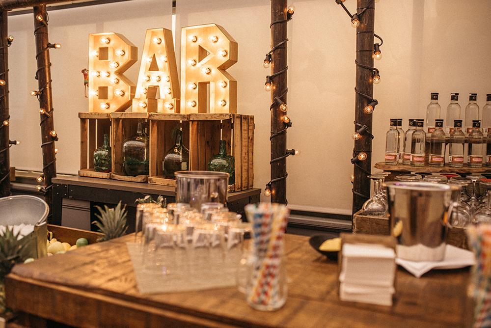 barra_de_bar_diferente-fitur-cocteles-decoracion-blog_de_bodas-wedding_style_magazine