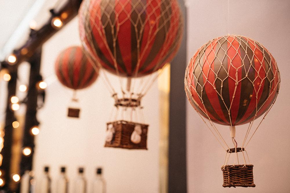 barra_de_bar_diferente-globos-decoracion-blog_de_bodas-wedding_style_magazine