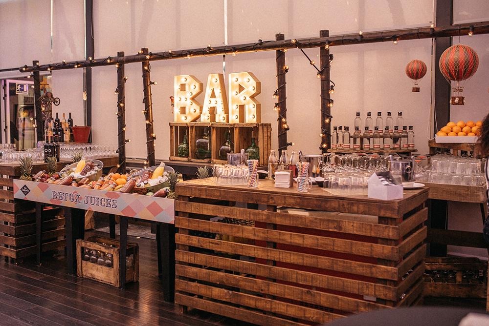 barra_de_bar_diferente-zumos-decoracion-blog_de_bodas-wedding_style_magazine