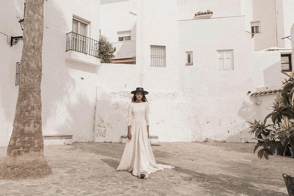 Claudia Llagostera vestido de novia con sombrero