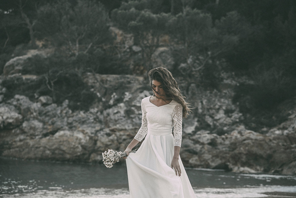 Claudia Llagostera vestido de novia con manga larga