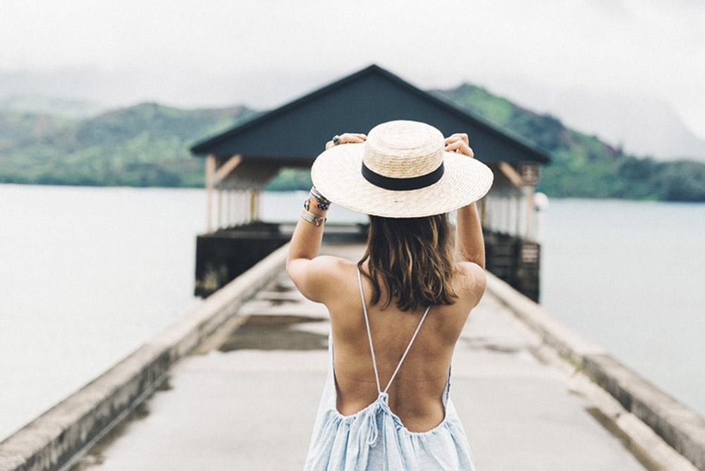 Maleta de viaje de novios: sombrero