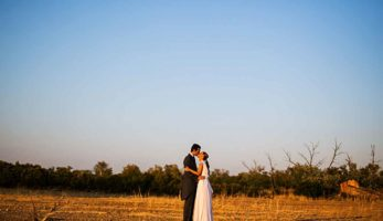 instantanea_y_toma_primera_pareja_novios_besandose_campo_0059