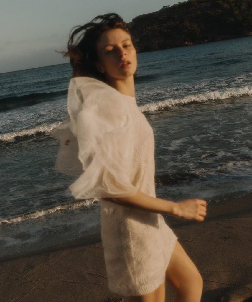 Vestido de novia corto de diseñadora francesa